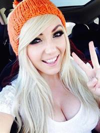 Jessica Nigri taking a selfie