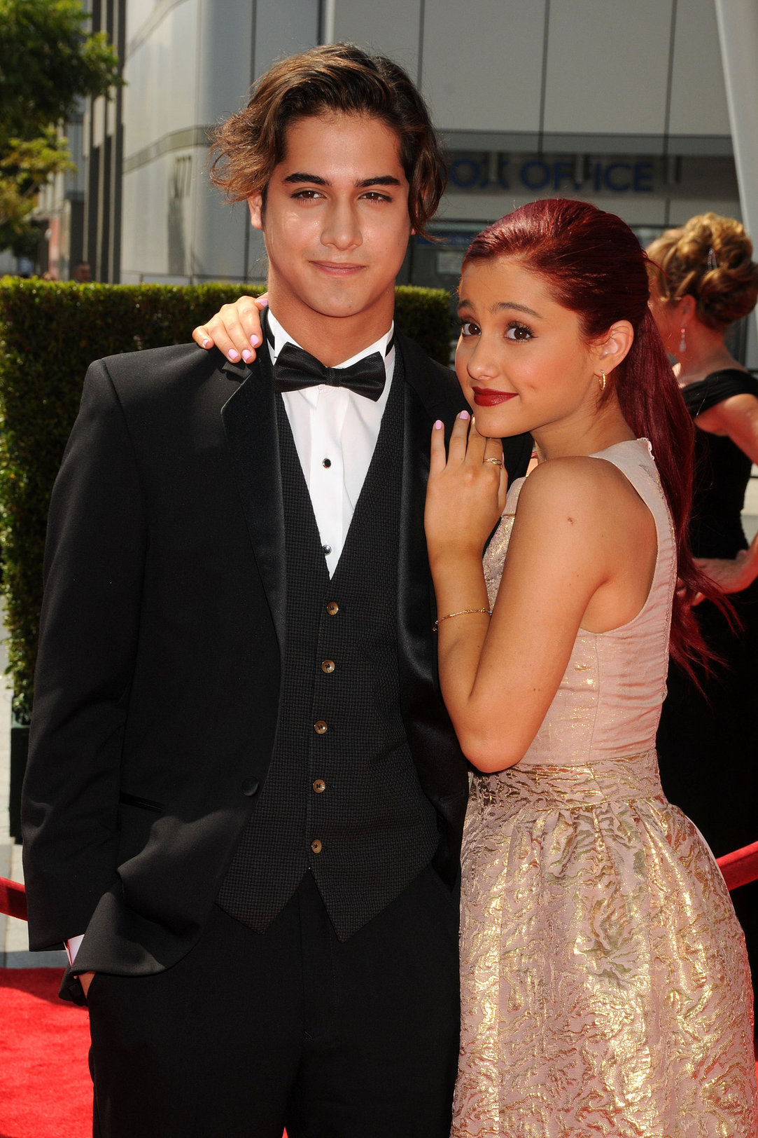 Pictures of ariana grande and josh hutcherson