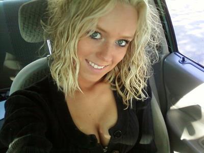 Jessica Strickland taking a selfie