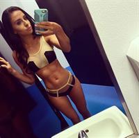 Bruna Lima taking a selfie