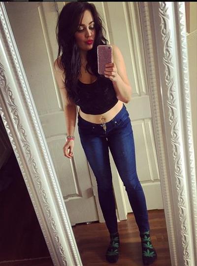 Kahla Forbes taking a selfie