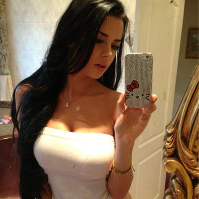 Demi Rose Mawby taking a selfie