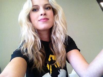 Barbara Dunkelman taking a selfie