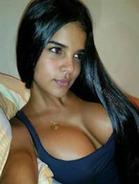 Daniela Baptista taking a selfie
