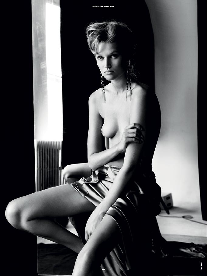 Toni Garrn - breasts