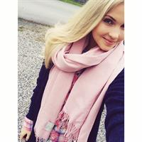 Emilie Voe Nereng taking a selfie