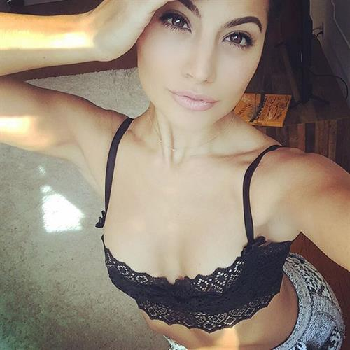 Mónica Alvarez in lingerie taking a selfie