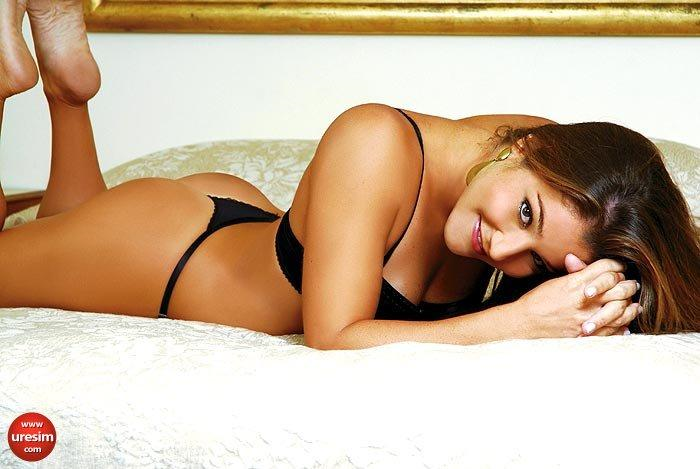 Juliana Veloso was a diver for Brazil in the 2012 London Olympics.  He she shows us that she looks great in a G-String