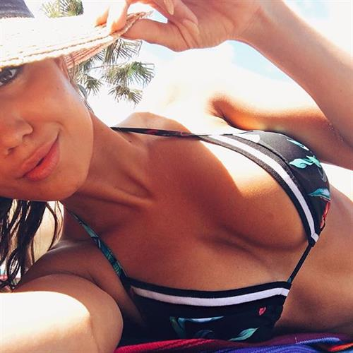 Pia Muehlenbeck in a bikini taking a selfie