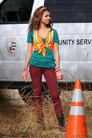 Sarah Hyland on the set of Modern Family in Los Angeles, October 9, 2012