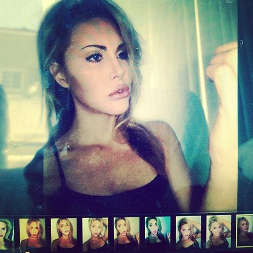 Chloe Rose Lattanzi taking a selfie