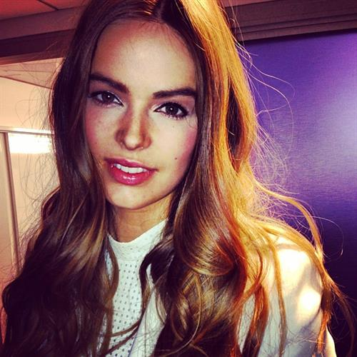 Robyn Lawley taking a selfie