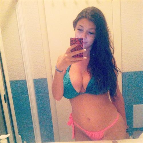 Carolina Neto in a bikini taking a selfie