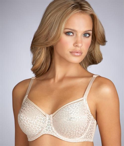 Elisandra Tomacheski in lingerie