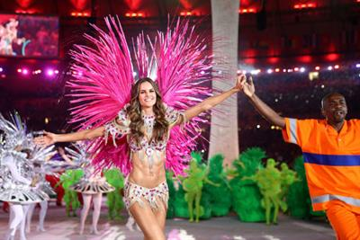 Sparkling crystals and jewels were draping on Izabel Goulart's solid body during the Rio Olympics Closing Ceremony.