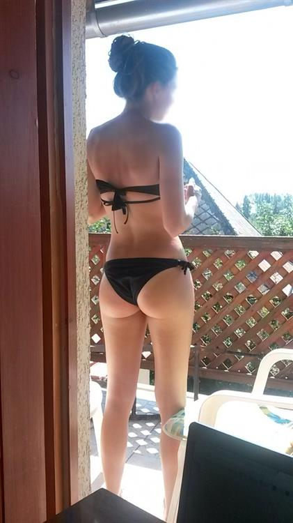 Lia Marie Johnson in a bikini - ass
