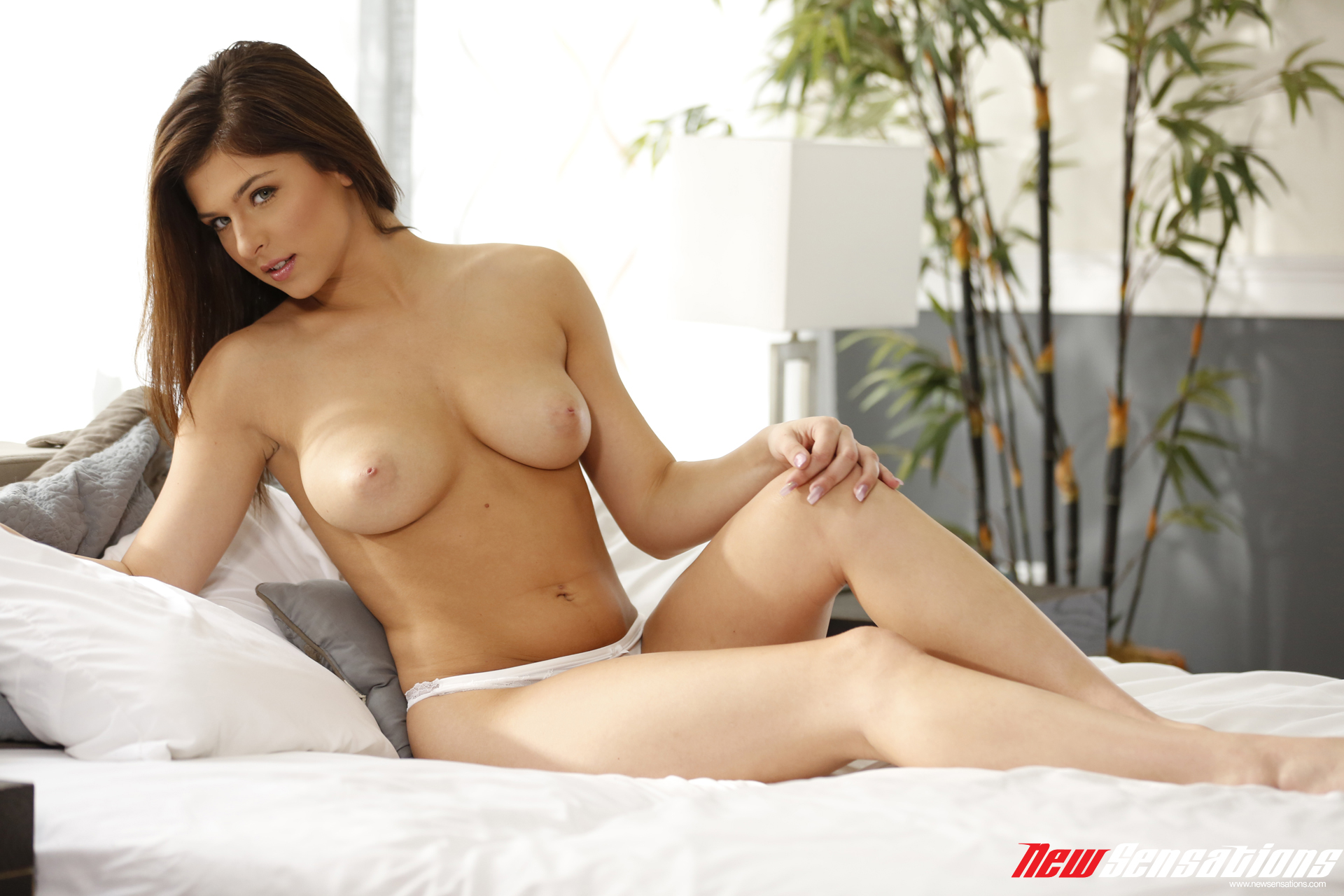 leah gotti nude   114 pictures in an infinite scroll
