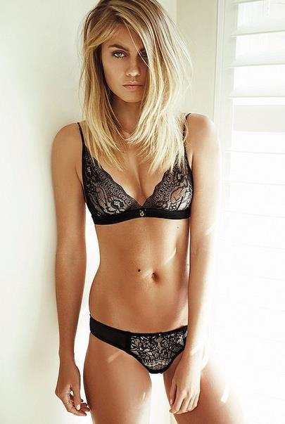 Elyse Knowles in lingerie