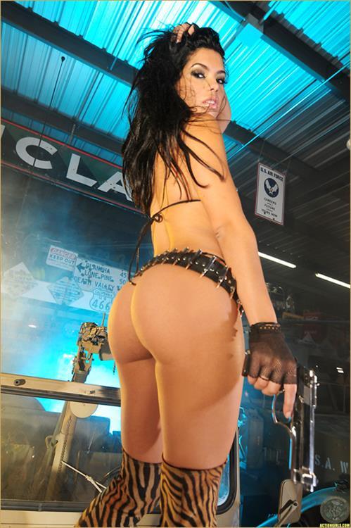 Suelyn Medeiros in a bikini - ass