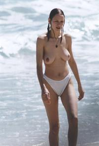 Uma Thurman - breasts