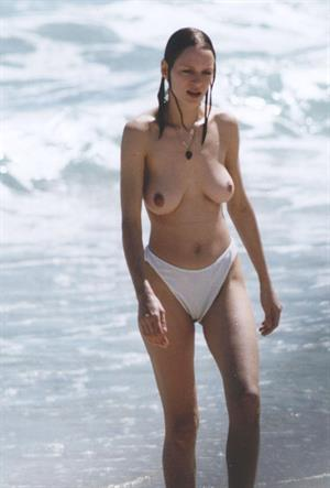 Uma Thurman - breasts