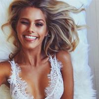 Natalie Jayne Roser taking a selfie