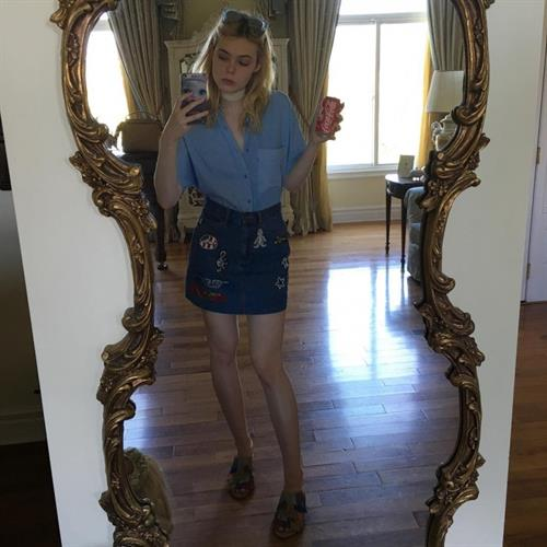 Elle Fanning taking a selfie