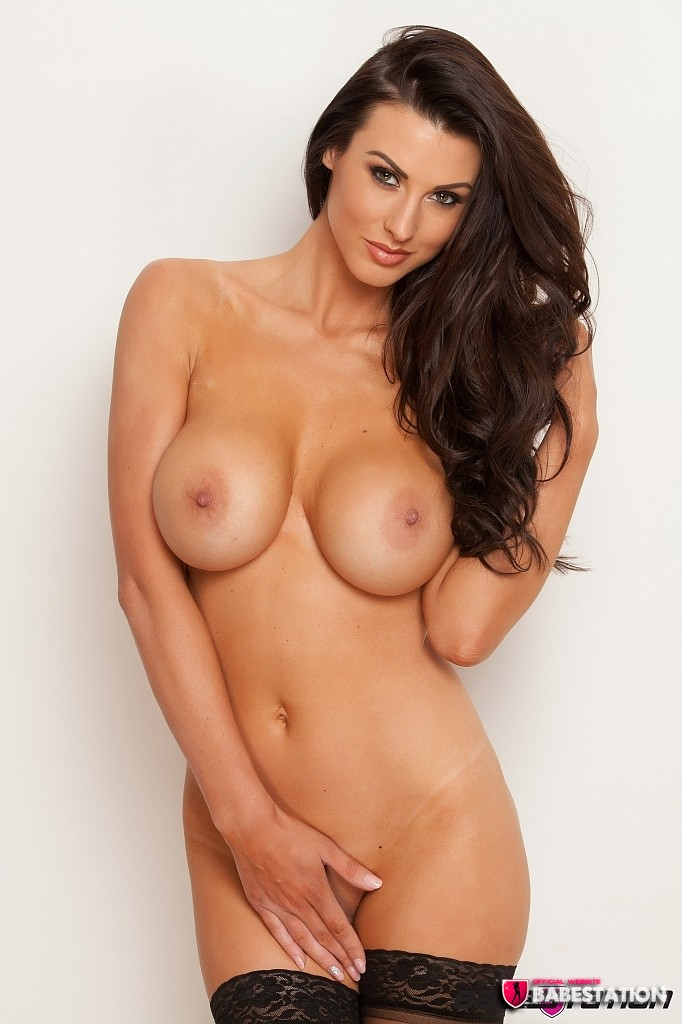 alice-goodwin-fully-naked