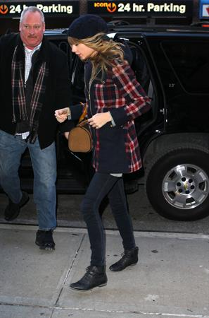 Taylor Swift arriving at her hotel in New York City December 30, 2012