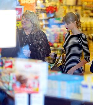 Taylor Swift grocery shopping in Studio City December 19, 2012