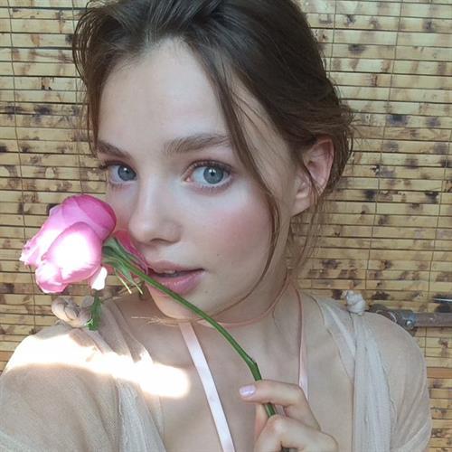 Kristine Froseth taking a selfie