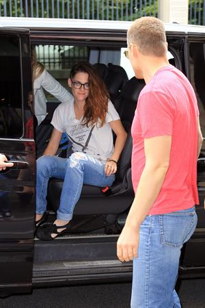 Kristen Stewart at Restaurant Le Castiglione in Paris (July 4, 2013)