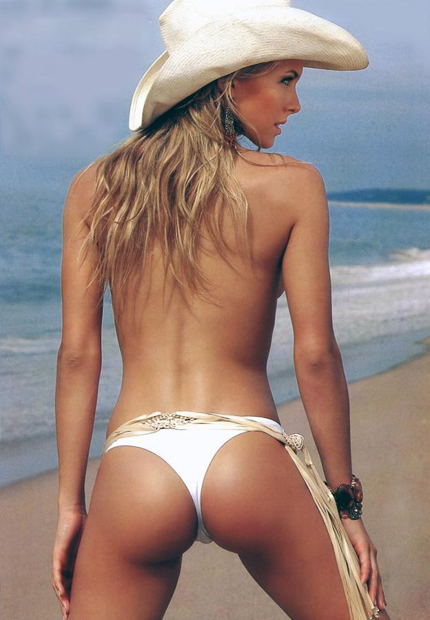 Sofia Zamolo in a bikini - ass
