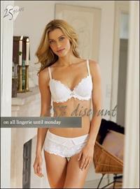 Armanda Barten in lingerie