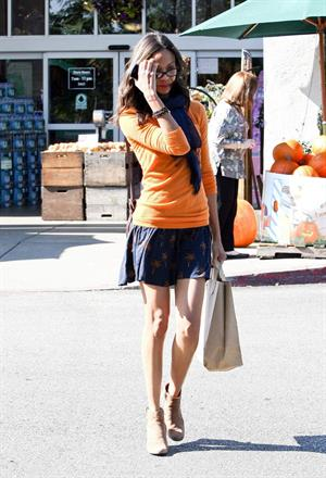 Zoe Saldana rushed to her car in Los Angeles, CA - November 5-2011