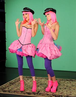 Victoria Justice set of 10 on Top 10/24/12