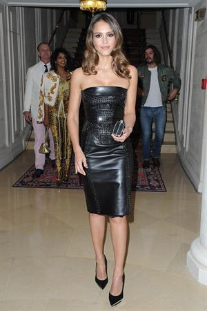 Jessica Alba Versace Fashion Show in Paris 01-07-12