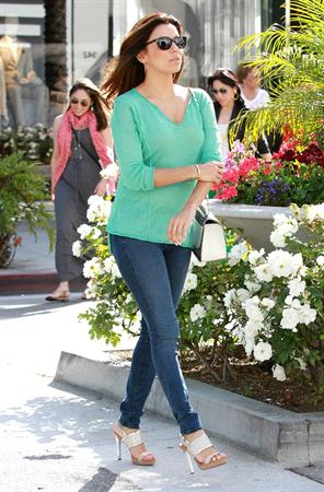 Eva Longoria Goes shoe shopping in Beverly Hills (May 23, 2013)