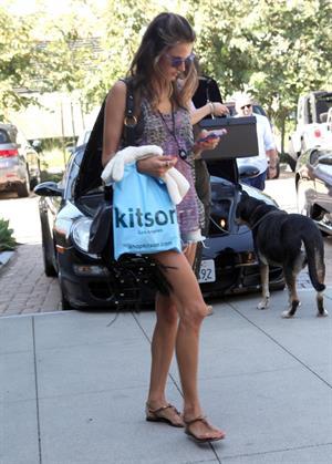 Alessandra Ambrosio shopping at kitson malibu 20.08.11