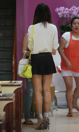 Kate Beckinsale Gets Her Nails Done in Brentwood - September 6, 2013