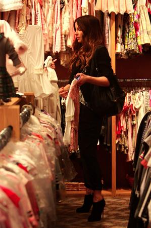 Kate Beckinsale shopping at Piccolo Paradiso store December 14, 2012