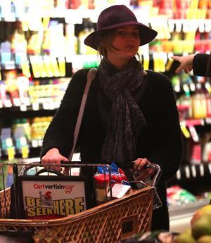 Jennifer Lawrence - Shops in Santa Monica (29.01.2013)
