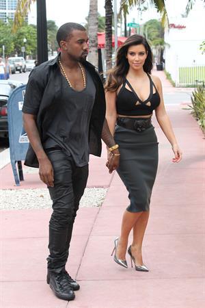 Kim Kardashian out for dinner in Miami 10/14/12