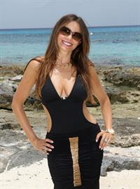 Sofia Vergara the beach in Mexico 09-07-2012