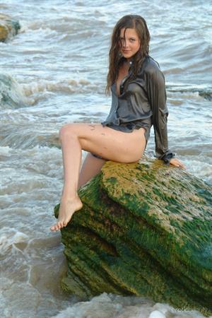 Petra E: Surf In 1 by Rafael Nova