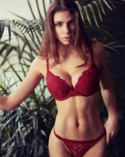Shannon Dalonzo in lingerie