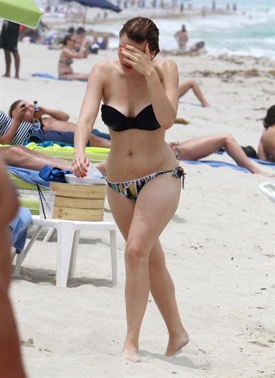 Aimee Teegarden beach candids in Miami 09.06.2011