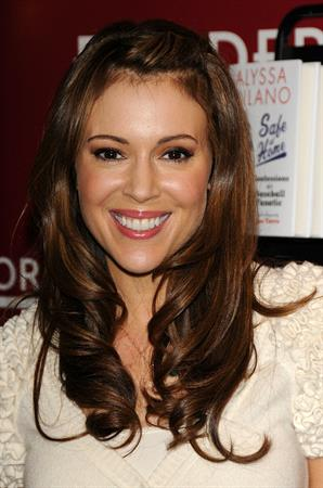 Alyssa Milano at signing of her book safe at home at Borders books