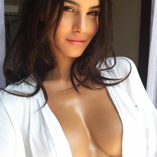 Silvia Caruso taking a selfie