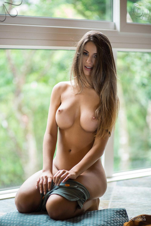 Beatriz nude — 15